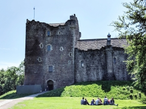 """Castle Leoch"" Doune Castle - Outlander Filming Location - Scotland, UK"